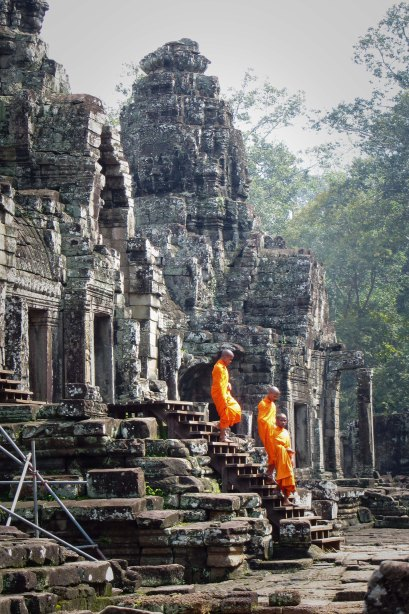 Mmonks on the steps of Bayon Temple.